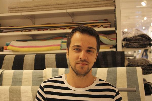 Radu Vinca, 27 år, Rumänien, sjöman: Jag köper kläder, elektronik, vitvaror, ja allt. Jag kan alltid lämna tillbaka med fri retur om jag inte är nöjd.