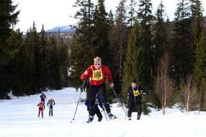Framåt i klassiska spår från Norge till Sverige drar Flyktingloppets aktiva. En traditionsfylld tävling tillika  optimal aha-upplevelse för både aktiva och supportrar. Foto: stefan Nolervik