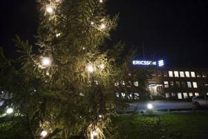 EN JUL I SKUGGA. De Ericssonanställda kommer att fira jul med förra veckans nedläggningsbeslut hängande över sig. I går kväll diskuterades nedläggningen i Gävles kommunfullmäktige.