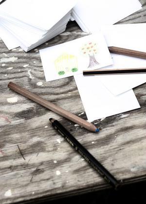 Det fanns många aktiviteter att välja på under familjedagen. De som ville göra något lite lugnare kunde rita teckningar.