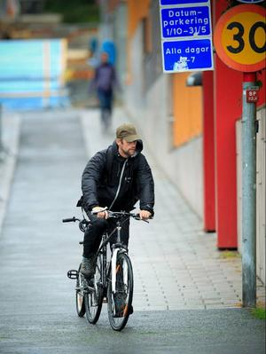 Om du bryter mot någon av trafikreglerna för cykel kan du få böter på upp emot 1 500 kronor.