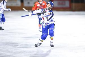 Martin Johansson i mötet med Bollnäs förra veckan. Då föll Villa med 2–5 på Sävstaås.