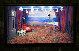Lina Jaros visar sina lekfullt scenografiska fotografier i sviten Room with a View.