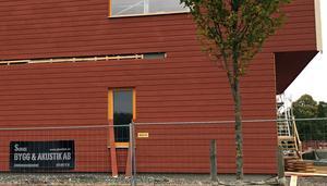 Det står fortfarande Sunne Bygg och akustik, men den firman är i konkurs sedan den 6 september.
