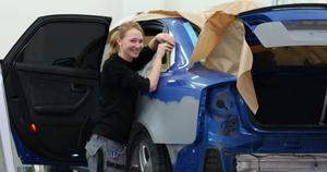 Sofie Persson från Insjön har gått från att vara skoltrött tonåring till att hitta sin grej – billackering. Hon har deltagit i internationella mässor, fått jobb i Stockholm och i vår väntar traineeplats på Basf i Köpenhamn.