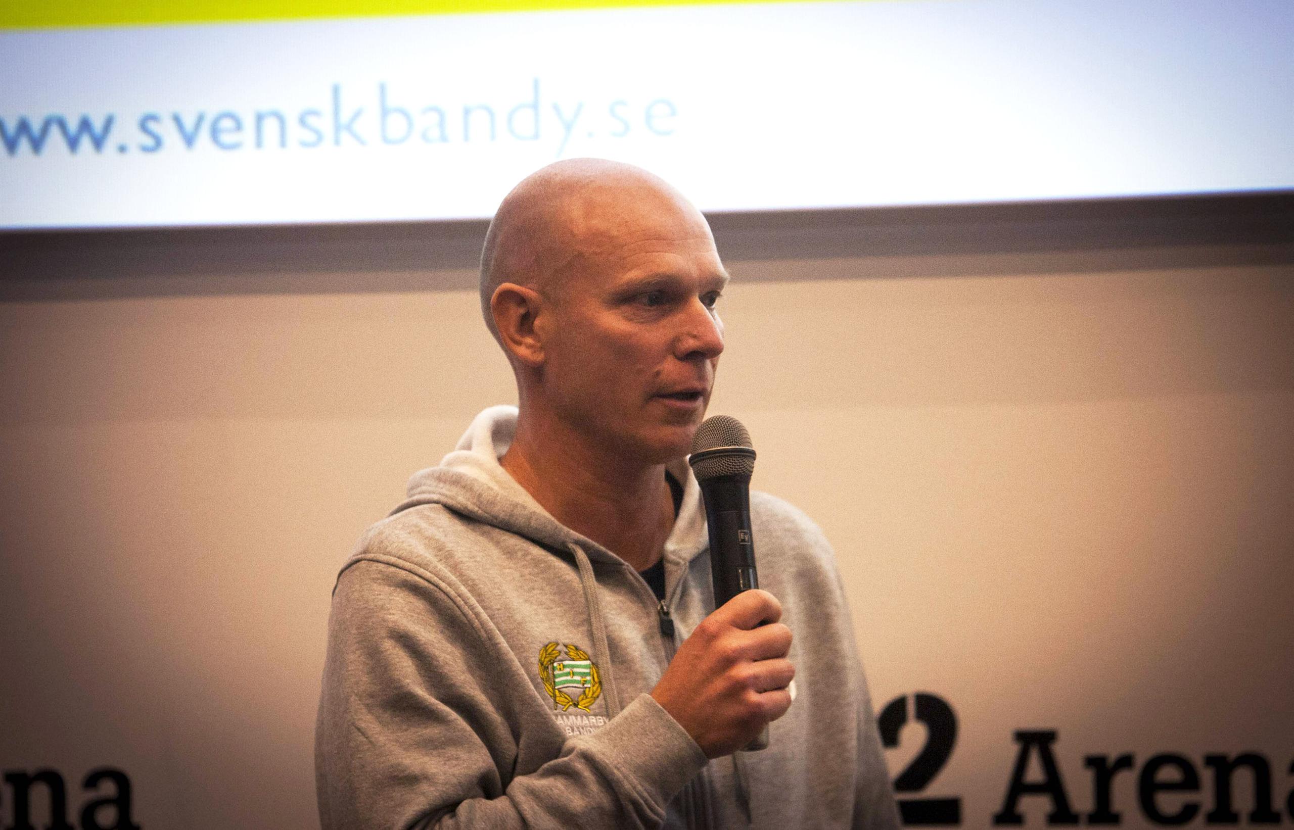 Goran rosendahl lagger av efter finalen
