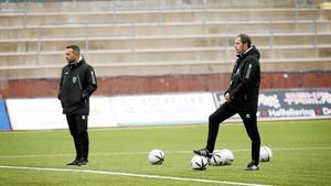 Erik Acar och Magnus Österberg, tränare för Assyriska FF.