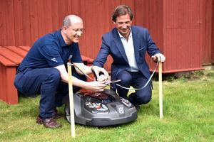 En ganska skum bandklippning får man ändå säga. På bild Pavel Hajman och Johan Cederlund.
