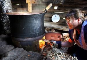 Kristina Kristoffersson tillverkar messmör, ost och smör.