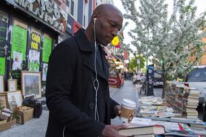 Bedford Avenue kantas av roliga affärer, begagnade böcker och fina fik.