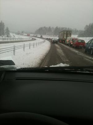 Vid 09.45-tiden var det ännu stopp på riksvägen.