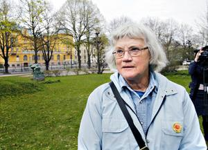 """KOMMER IHÅG. Gärd Folkesdotter, Gävle, fanns på plats vid Länsmuseet på torsdagen för att delta i ceremonin till minne av olyckan i Tjernobyl. """"Jag var i Stockholm när jag såg löpsedlarna om att Forsmark utryms"""", minns hon katastrofen för 25 år sedan."""