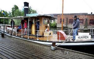 För den som under Augustifesten vill åka ångbåt finns möjligheten på lördag då Kuriren (bilden) och Runn kommer att göra kortare turer på Barken. Foto: Peter Ohlsson