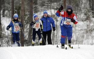 26 Sofia Lindberget, Älvdalen före Lilly Engman och Anja Berger från Domnarvet.
