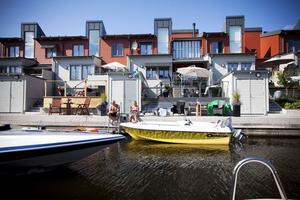 Många nyinflyttade vid Gävle strand passade på att köpa båt när de kunde ha den vid bryggan alldeles nedanför huset.