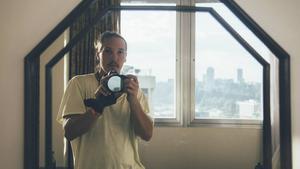 Jonny von Wallström filmade på egen hand i Uganda – mest för att kunna gå under radarn så lätt som möjligt.