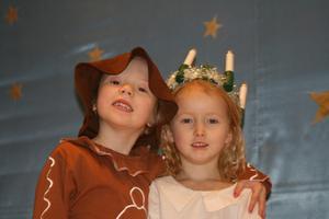 Selma och Hedda på förskolan i Hovsta. Läsarbild: Siw Helenius