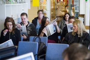 Elever från Komvux gjorde ett studiebesök under morgonmötet.
