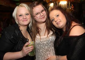 Poco Loco Bar. Camilla, Johanna och Cia.
