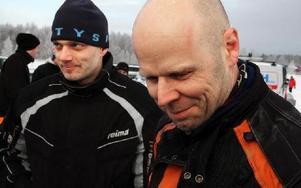 Storfavoriter. Samuel Bohlin och Mikael Norström, från motorklubben med namnet Natur och Kultur har fjolårsegern att försvara. ( De vinner senare super-klassen). Hur många timmar de lagt ner på sin snabba spark?-- Haha. Mer än tio.Foto: BENGT PETTERSS