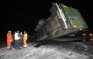 Bild från olycksplatsen norr om Medevi i onsdags natt.