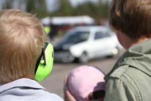 Det var högljutt och inte bara barnen bar hörselskydd.