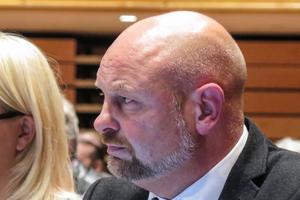 Kommunalrådet  Anders Edvinsson och Socialdemokraterna fick med sig alla partier på ett fortsatt välkomnande av flyktingar, utom Moderaterna och Sverigedemokraterna.