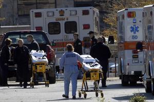 Under tisdagen rapporterades om ytterligare döda i massakern. Hittills har 33 personer omkommit. Foto: SCANPIX