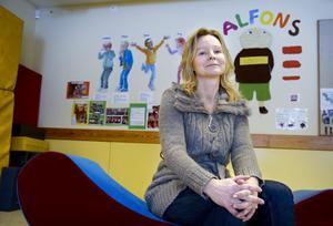 Med hjälp av Alfons. Ingela Boman är förskollärare på Bollens förskola i Brickebacken. Där har hon utformat Alfons –en metod som lär barnen hur den ska vara mot varandra.