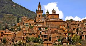 Valldemossa på Mallorca är en av nästa sommars charternyheter.