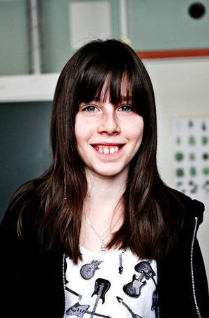 Jessica Östgren, 11 år, Aspås:– Nej. Jag vill äta hemma, för det är godare. Man får vad man vill, om det inte är för omöjligt. Jag äter rostat bröd med ost och paprika.