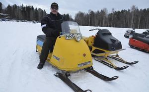 Göran Josefsson på sin Ski-Doo R10 från 1966, som var den äldsta modellen som deltog i tävlingen.