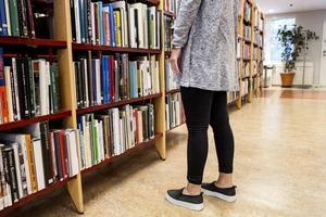Skönlitteratur av män dominerar i skolundervisningen, enligt en undersökning.