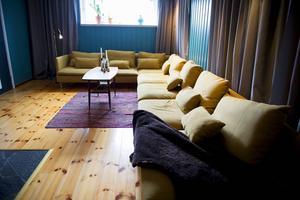 Gillestugan är en perfekt plats för pokerspel och filmkvällar.