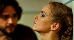 """Nina Hoss imponerar i huvudrollen. Det är under ytan den mesta dramatiken utspelar sig i """"Barbara""""."""