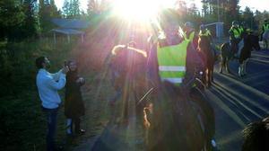 Islandshästbesök hos flyktingarna i Grytan.