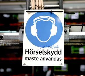 Och hör se'n! Både arbetsgivare och fack är alldeles för dåliga på att uppmärksamma hur anställda hör på jobbet, skriver Sven-Ingvar Oskarsson och Marion Annilén. foto: scanpix