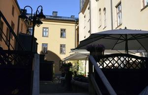 Innergården vid restaurang Delicerano på Sjögatan i Sundsvall är en avskild oas från Storgatans folkvimmel.
