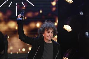 Magnus Uggla tar emot priset Årets Hederspris under Grammisgalan.