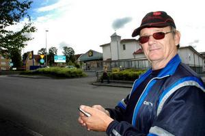 Östersundsbon Tore Jonsson såg en man i en misstänkt rånarluva utanför Lidl.