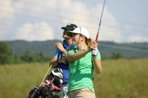 Therese Nerpin är länets första damproffs i golf. Hon har hunnit med tre tävlingar, varav en utomlands. Den sistnämnda, på Azorerna, gav en meriterande 30:e plats. Placeringen betyder att Nerpin är berättigad till en tävling på Kreta i slutet av oktober.Arkivbild: Privat