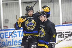 Jesper Persson och Karl Hassel under deras senaste session i Fagersta AIK. Kanske återförenas de den här säsongen.