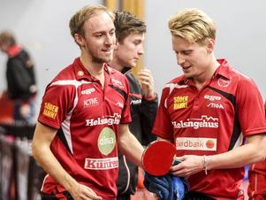 Hampus Nordberg, till höger, dominerar i pingisligan.