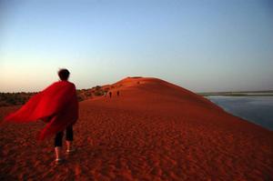 Vid gryning och skymning färgas dynerna vid Nigerfloden rosa  –  därav namnet La Dune Rose. Platsen har förklarats som världsarv av Unesco. Foto: privat