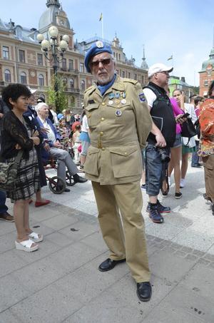 FN-veteranen Göran Sjölén firade nationaldagen och var en av dem som deltog i paraden.