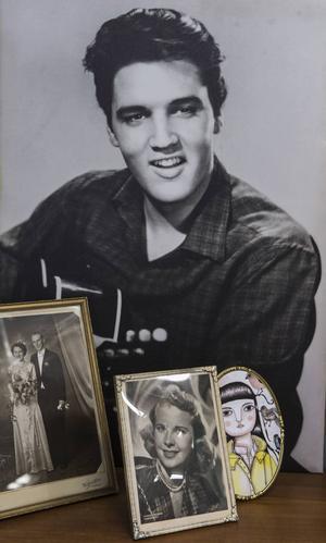 Elvis och gamla fotografier tillhör retroinredningen.