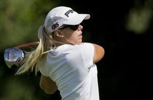 Pernilla Lindberg ligger på totalt sju slag under par efter den andra dagen i Europatour-tävlingen i München.