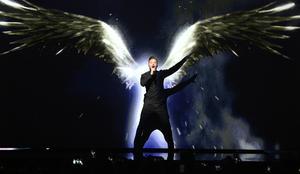 Rysslands Sergej Lazarev framför bidraget You Are The Only One.