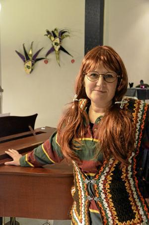 Kommer tillbaka. Hedvid Kruse. Så heter den rödhåriga kvinna som Susanne Karlsson gestaltar. – Hon var med för flera år sedan på en av Inger Anderssons julshower, det ska bli riktigt kul att ta fram henne igen!