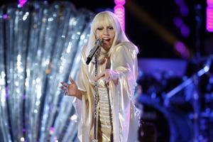 Lady Gaga kommer till Stockholm och släpper också en duettskiva med Tony Bennett.